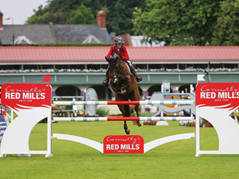 lauren hough and lady davos winner of the redmills 7&8yr old final at dublin horse show 24-7-16 photo by Laurence dunne Jumpinaction.net